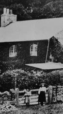 2 Victorian children outside Rock Cottage